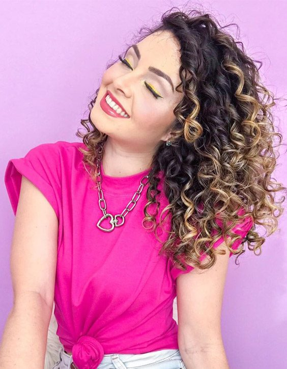 Delightful Makeup Look & Curly Hair for Beautiful Girls