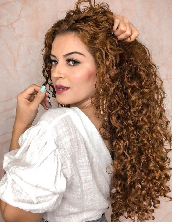 Stunning Look of Curly Hairstyle to Try Now