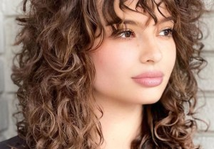 2021 Medium Curly Hair Trends for Edgy Look
