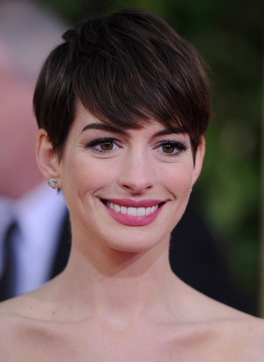 short pixie haircuts with bangs hathaway pixie haircut with bangs styles 2444 | Anne Hathaway Short Pixie Cut with Long Bangs