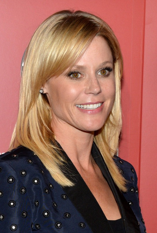 Julie Bowen Latest Long Blonde Straight Haircut With Bangs