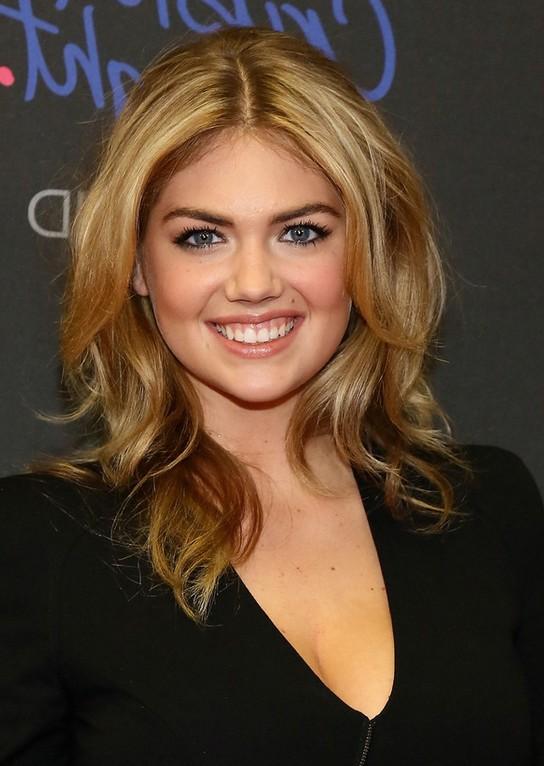Kate Upton Layered Medium WAvy Hairstyle For Work Styles