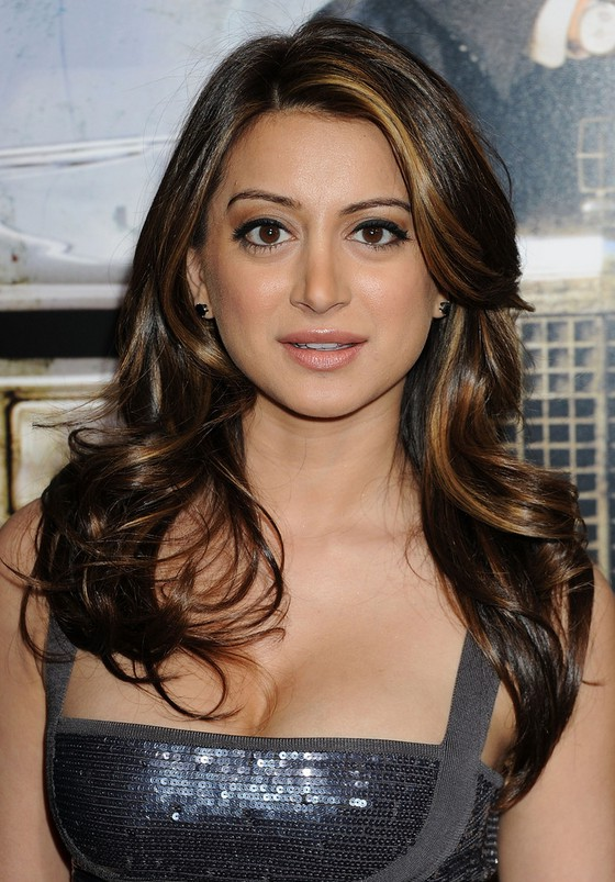 Noureen DeWulf Feathered Flip Hairstyle With Highlights