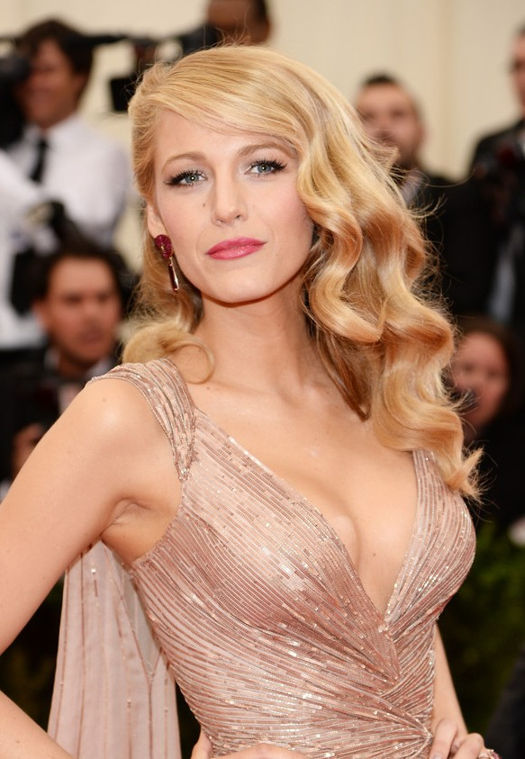 Red Carpet Hairstyles Blake Lively Retro Hairstyle With
