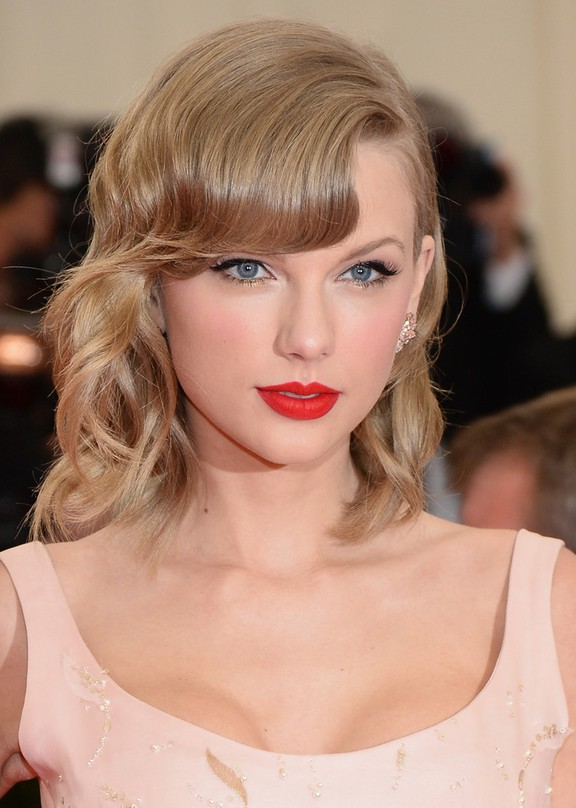 Taylor Swift Elegant Medium Wavy Hairstyle With Bangs For