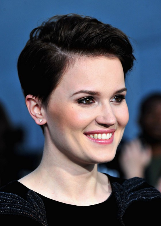 Veronica Roth Side Parted Haircut For Short Hair Styles