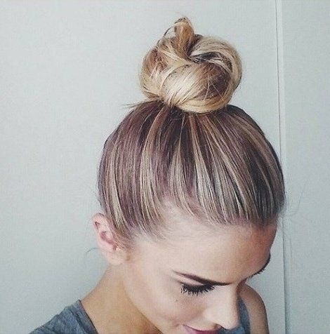 16 Chic Top Bun Hairstyles For Summer Styles Weekly