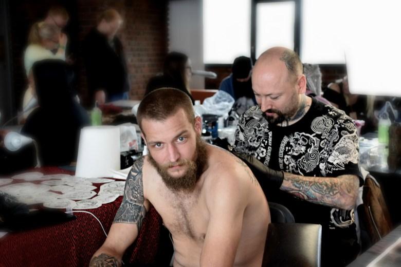 Ole Christian Sandvoll og Luca Martin, tattoo artist 1