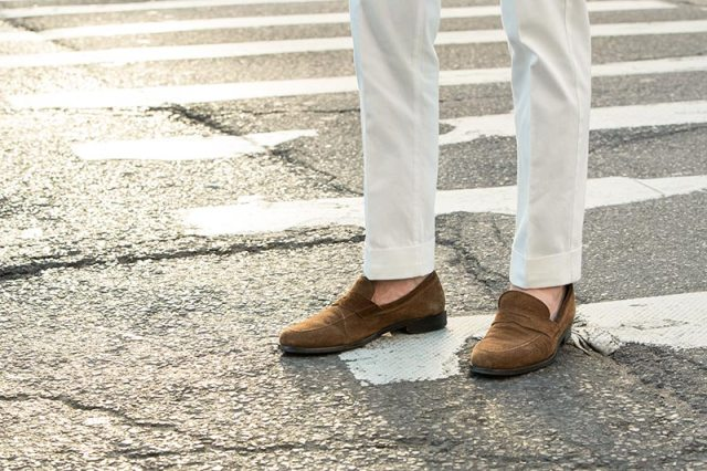 white-cotton-pants-brown-suede-loafers
