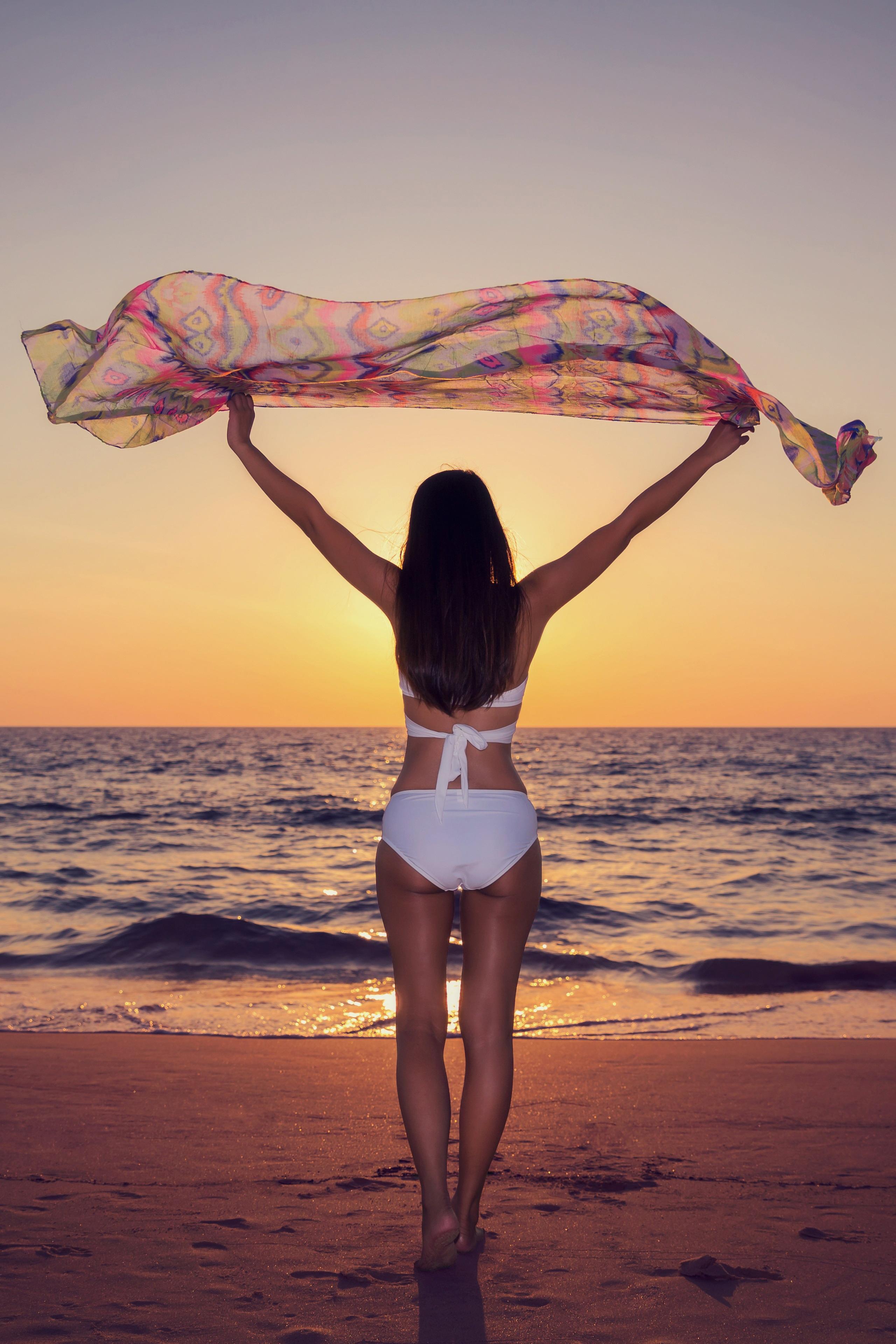 Sonne, Sommer, Strand! Viele Frauen möchten der Bikini-Figur für die warme Jahreszeit noch ein bisschen nachhelfen - Top-Tipps für einen straffen Körper