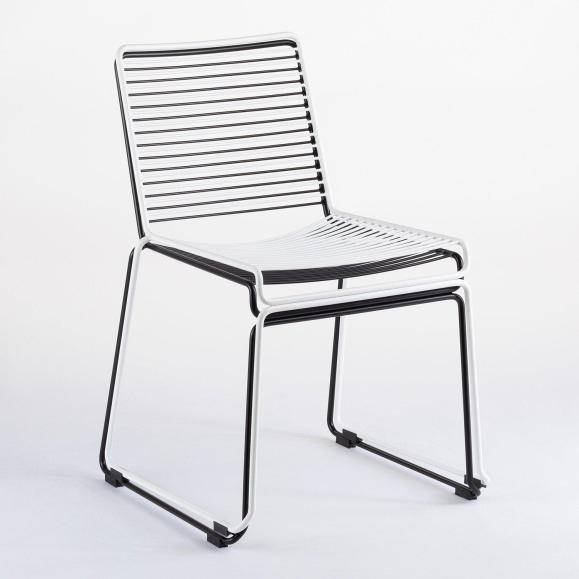 chaises empilées lignes
