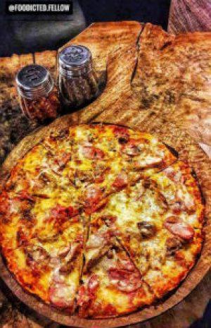 Pizza Kalsang Ama Cafe Dehradun