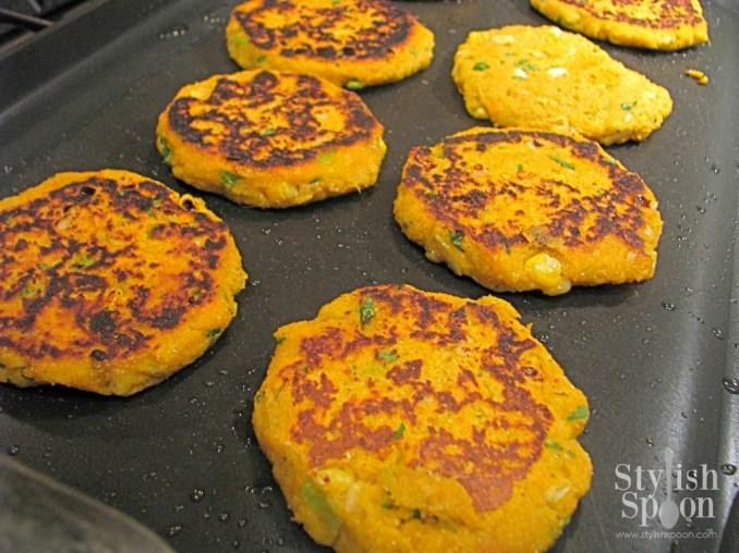 Recipe :: Sweet Potato Corn Cakes with Yogurt Sauce