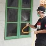 Pemuda Curug Majalengka Semprotkan Disinfektan