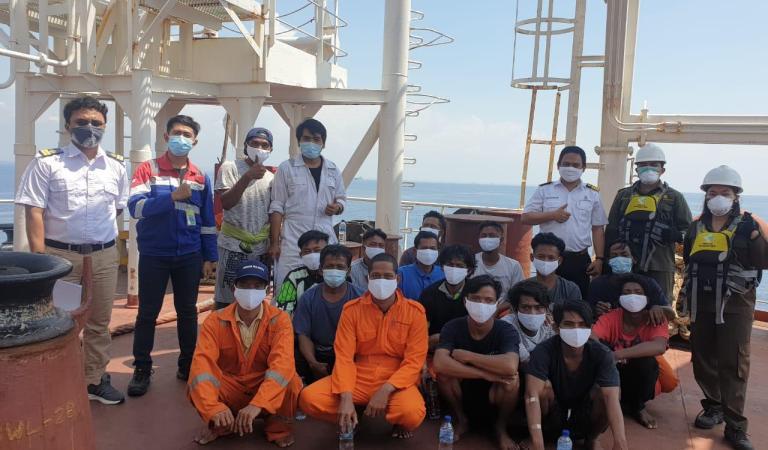 Kapal Terbakar, 16 Nelayan Asal Jabar Dievakuasi di Tuban
