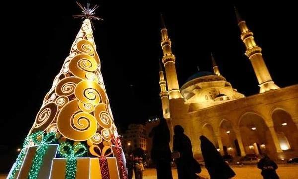 Masjid dan Pohon Natal: Indahnya Saling Menghargai