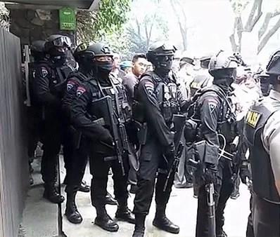 Brimob Ringkus Pelaku Teror Arjuna, Terdengar Rentetan Tembakan