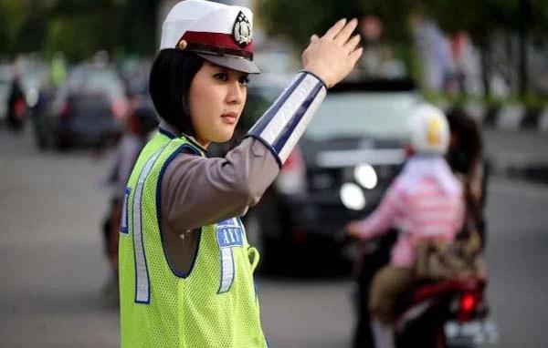 Sejumlah Meme Ini Gambarkan Prinsip Kepolisian sebagai Pelayan Rakyat