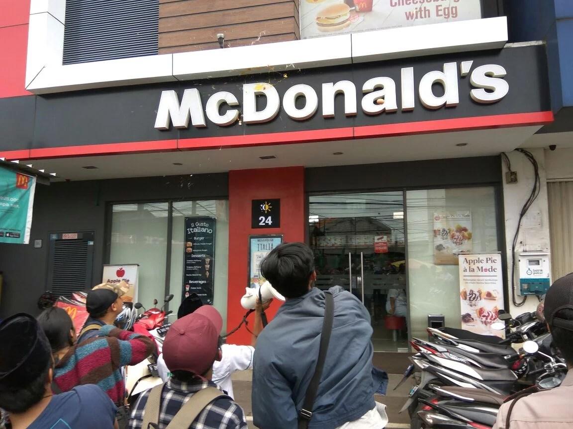 Kritik Presiden AS, Restoran McDonald's di Ciputat Dilempari Telur
