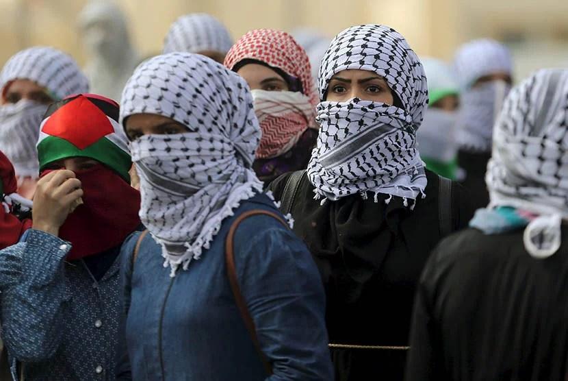 Protes Anti Israel, Perempuan Palestina Di Garis Depan