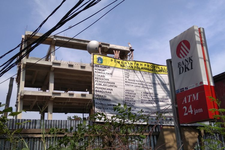 Kantor Baru Mangkrak Ditinggal Kontraktor, Kelurahan Jatinegara Tak Bisa Bayar Sewa Kantor