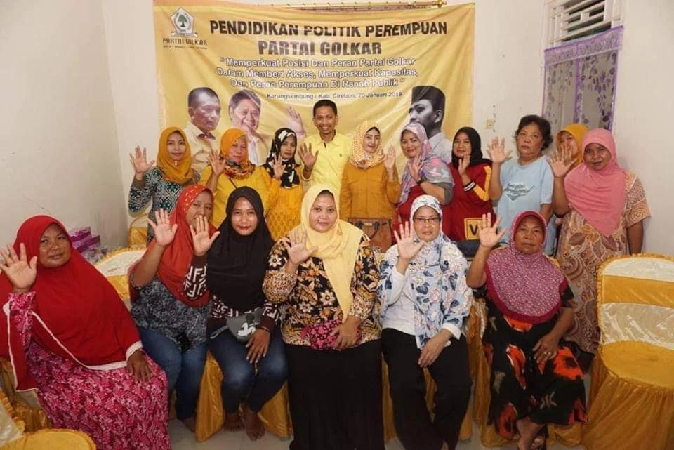 Gelar Pendidikan Politik, Partai Golkar Ajak Ibu-ibu di Cirebon Melek Politik