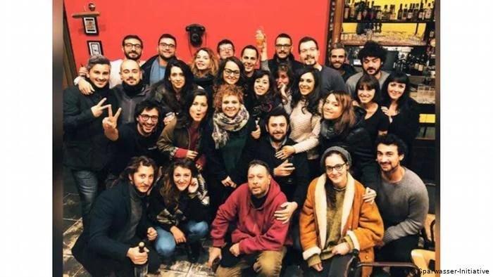 COVID-19 di Italia: Solidaritas Relawan Muda Beraksi Membantu Para Lansia