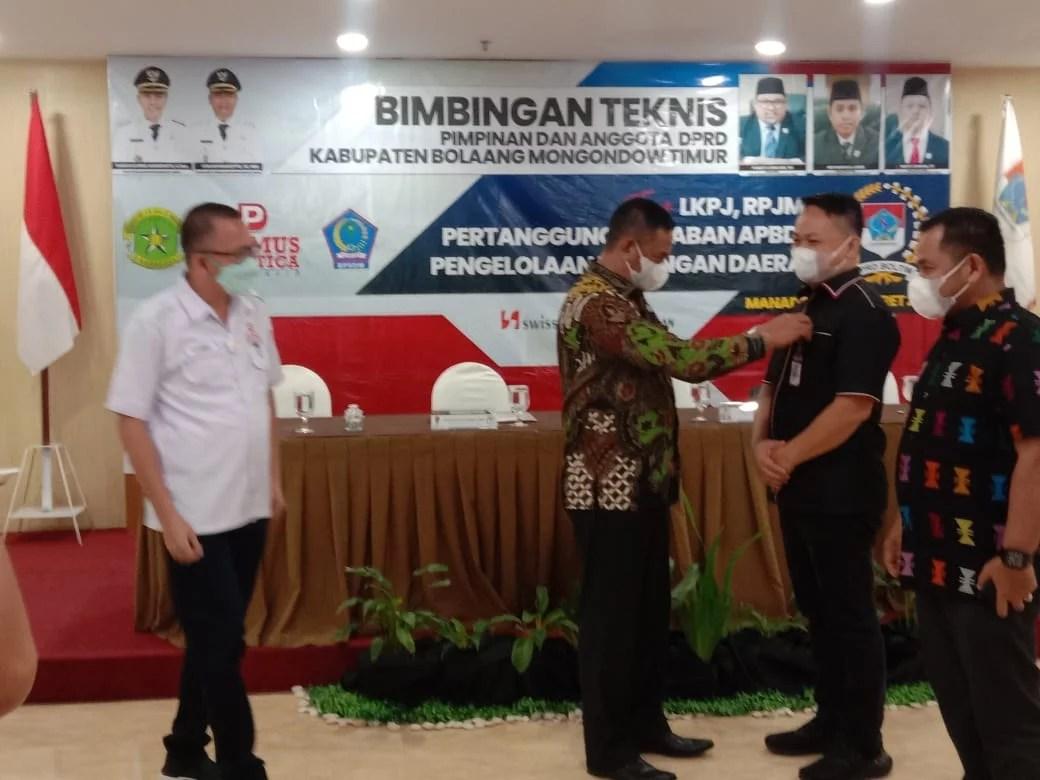 Wakil Bupati Boltim Menutup Bimtek Optimalisasi Tugas Lembaga Legislatif