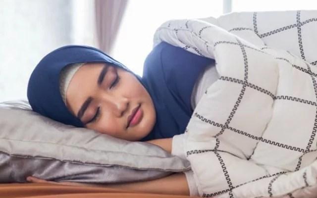 Bahaya Tidur Setelah Santap Sahur