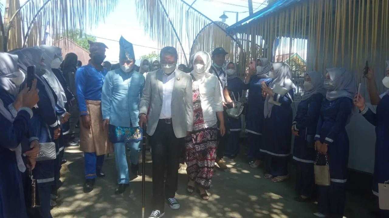 Bupati Boltim dan Keluarga Resmi Tempati Rudis Dengan Ritual Adat Mongondow