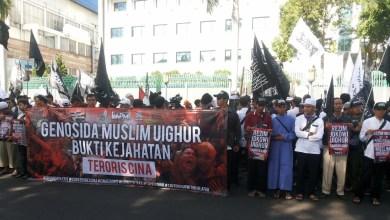 Photo of Bela Muslim Uighur, Ribuan Massa Datangi Kedubes China