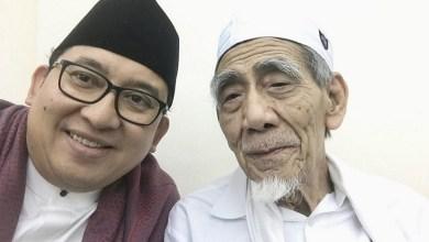 Photo of Penjelasan Tertulis Fadli Zon untuk Puisi 'Doa yang Ditukar'