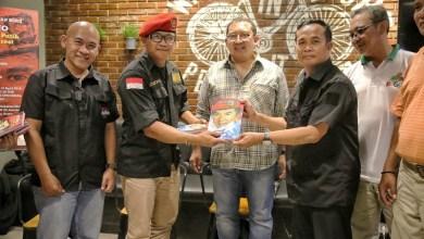 Photo of Fadli Zon Luncurkan Buku Kisah Asmujiono Kibarkan Merah Putih di Puncak Everest