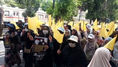 Photo of Bawa Bendera Kuning, Gerakan Kedaulatan Rakyat Tuntut Komnas HAM Usut Korban 22 Mei