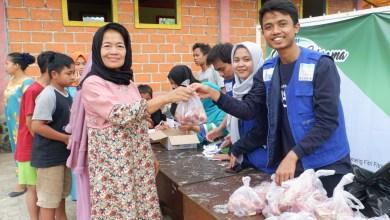 Photo of RISKA Peduli Bagikan 550 Paket Daging Kurban untuk Warga Cibedug