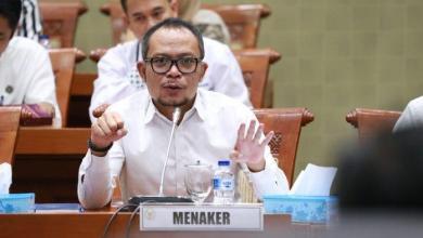 Photo of Jokowi Tunjuk Hanif Dhakiri Jadi Plt Menpora