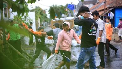 Photo of Bersama Masyarakat, JAS Tasikmalaya Bersihkan Sampah di Sungai Cidukuh