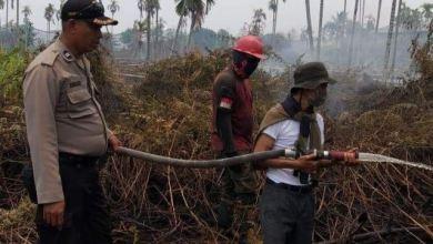Photo of Anggota Dewan PKS Ikut Memadamkan Api Kebakaran