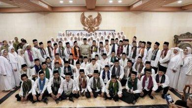Photo of Anies Berangkatkan 432 Marbot Masjid dan Majelis Taklim untuk Umroh