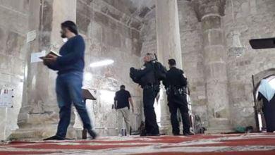 Photo of Pakai Sepatu, Polisi Israel Serbu Musala Ar-Rahma di Al-Aqsha