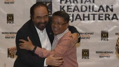 Photo of PKS dalam Pelukan Surya Paloh?