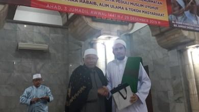 Photo of Jamaah As-Syafiiyah Serahkan Bantuan untuk Uighur melalui FPI
