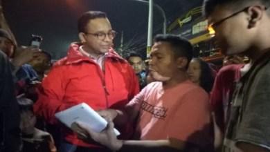 Photo of Kunjungi Korban Banjir Kampung Melayu, Anies Diprotes Soal Aliran Listrik