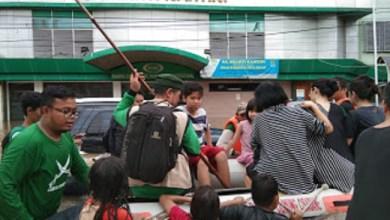 Photo of Relawan FPI Evakuasi Korban Banjir Keturunan China di Bekasi