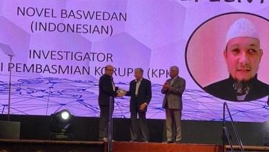 Photo of Novel Baswedan Terima Penghargaan dari PIACCF Malaysia
