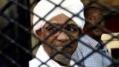 Photo of Mantan Presiden Sudan Omar al-Bashir akan Dibawa ke ICC