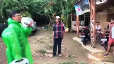 Photo of Sambil Bawa Speaker, Aa Gym Turun Langsung Ingatkan Warga Bahaya Corona