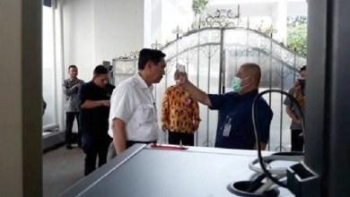 Photo of Masyarakat Diminta Tidak Panik, tapi Istana Sendiri Ketakutan