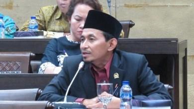 Photo of Stafsus Presiden Surati Camat se-Indonesia, Anggota DPR: Pecat Jika Perlu!
