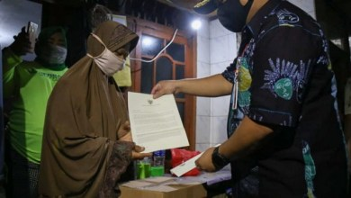 Photo of Pemprov DKI Antarkan Bantuan Sembako ke Rumah-rumah Warga